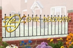 manor-wrought-iron-garden-railings